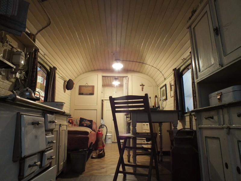die einrichtung eines historischen schaustellerwagens auf der oiden wiesn 2013 m. Black Bedroom Furniture Sets. Home Design Ideas